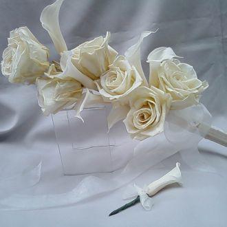 bouquet-bracada-callas-e-rosas-off-white-preservadas-buquewhitebranco