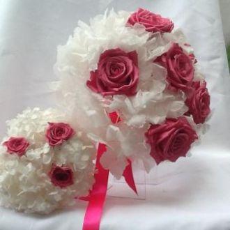 bouquet-de-hortensia-branca-com-rosas-naturais-preservadas-buque-cor-unica
