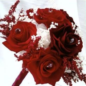 bouquet-de-rosas-vermelhas-e-vinho-preservadas-buquered