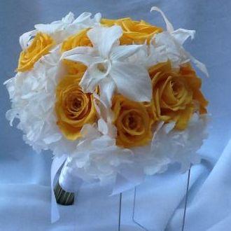 bouquet-flores-naturais-preservadas-amarelas-e-brancasgolden-yellow