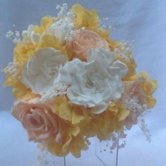 bouquet-hortensia-amarela-gardenias-brancas-e-rosas-pessego-buque-cor-unica