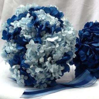 bouquet-hortensia-azul-clara-e-escura-buqueblue