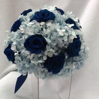 bouquet-hortensia-azul-clara-e-rosas-azuis-flores-naturais-preservadas-buqueblue