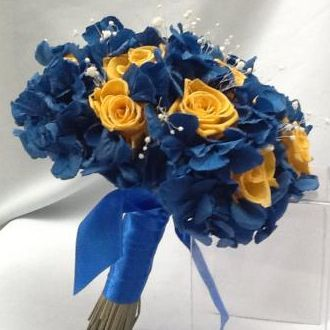 bouquet-hortensia-azul-e-rosas-baby-amarelas-flores-naturais-preservadas-cor-unica