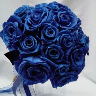 bouquet-rosas-medias-e-grandes-azuis-naturais-preservadas-buqueblue