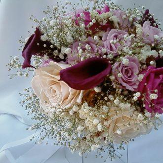 bouquet-rosas-nude-porcelana-mini-callas-vinho-e-mosquitinho-naturais-preservadas-cor-unica