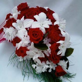 bouquet-rosas-vermelhas-hortensia-e-orquideas-brancas-naturais-preservadas-buquered
