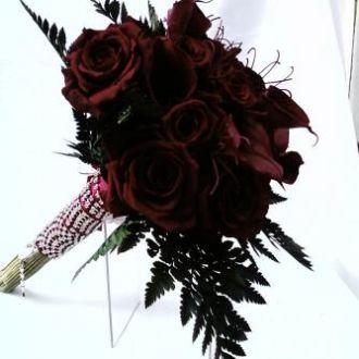 bouquet-rosas-vinho-e-callas-vinho-burgundy-naturais-preservadas-buqueburgundy