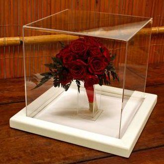 bouquet-vermelho-em-redoma-de-acrilico-buque-cor-unica