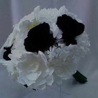 bouquetderosasnegrasbrancasegardeniasbrancasblack
