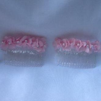 arranjo-de-cabelo-de-daminhas-com-hortensias-naturais-preservadas-e-perolaaslight-pink