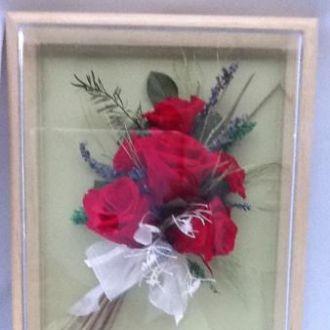 arranjo-de-rosas-vermelhas-na-moldurared