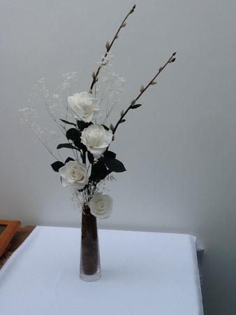 arranjo-rosas-brancas-de-flores-naturais-preservadaswhitebranco