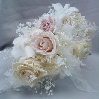 bouquet-cascata-cores-pasteis-flores-preservadas-buque-cor-unica