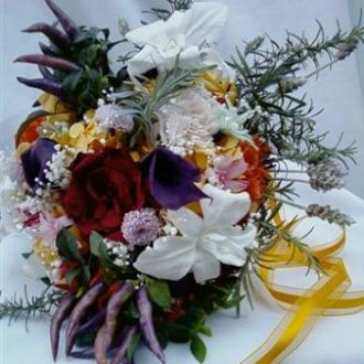 bouquet-cravos-rosas-nardos-mini-crisantemos-orquideas-mini-callas-preservadas-cor-unica