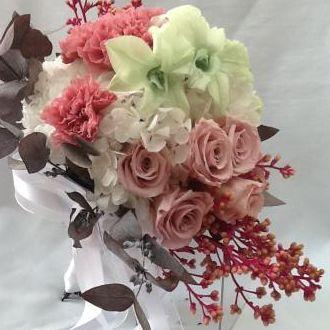 bouquet-cravos-rose-orquideas-verdes-rosas-cor-de-rosa-naturais-preservadas-buque-cor-unica