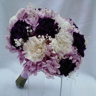 bouquet-de-flores-naturais-preservadas-cravos-e-hortensias-cor-unica