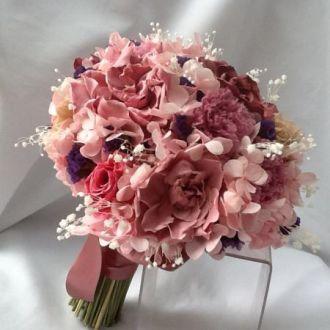 bouquet-de-hortensias-cor-de-rosa-gardenias-rose-e-rosas-cor-de-rosa-e-estatices-roxas-naturais-preservadas-buque-cor-unica