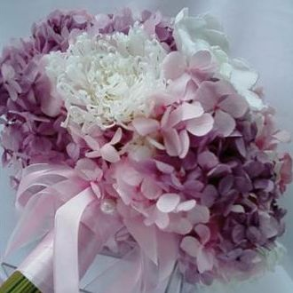 bouquet-de-hortensias-mescladas-crisantemo-gardenia-e-rosas-cor-unica