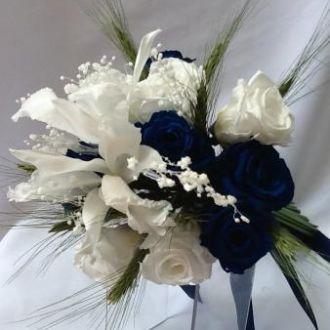 bouquet-de-rosas-azuis-e-brancas-e-orquideas-catleya-preservadas-buqueblue