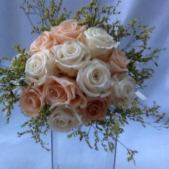 bouquet-de-rosas-brancas-e-pessego-naturais-preservadas-buquepeach