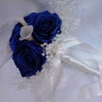 bouquet-de-rosas-e-mini-copos-de-leite-preservadosblue