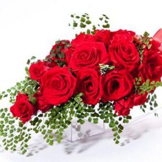 bouquet-de-rosas-vermelhas-naturais-preservadas-cascata-buquered