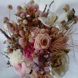 bouquet-desconstruido-de-flores-naturais-preservadas-desestruturadolight-pink