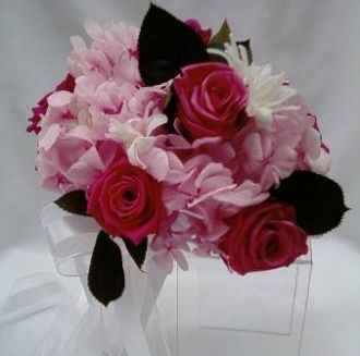 bouquet-hortensia-rosa-clara-rosas-edias-cor-de-rosa-nardos-e-folhas-preservadas-buquelight-pink