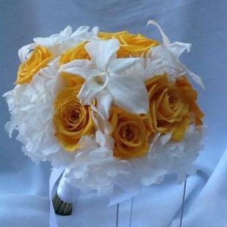 bouquet-hortensias-orquideas-e-rosas-amarelas-flores-naturais-preservadas-buquegolden-yellow