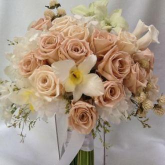 bouquet-nude-branco-e-verde-de-flores-naturais-preservadas-buque-cor-unica