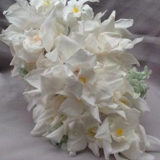 bouquet-orquideas-cymbidium-e-dendrobium-preservadas-cascata-buquewhitebranco