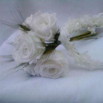 bouquet-rosas-brancas-preservadas-e-guirlanda-preservadawhitebranco