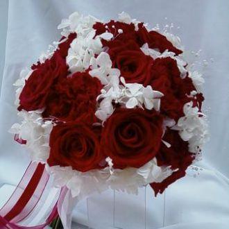 bouquet-rosas-e-cravos-vermelhos-naturais-preservados-buquered