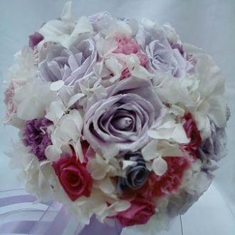 bouquet-rosas-lilas-claro-azul-lavanda-rosa-claro-e-cravos-naturais-preservados-buque-cor-unica