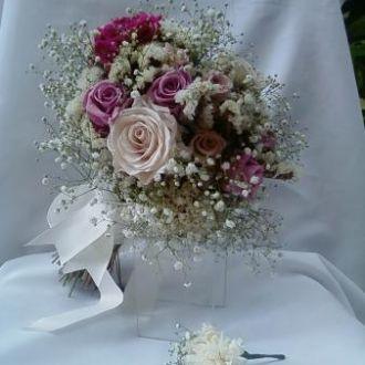 bouquet-rosas-naturais-preservadas-estatices-e-mosquitinho-buque-cor-unica