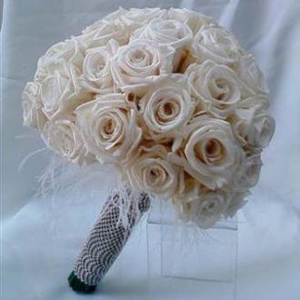 bouquet-rosas-naturrais-porcelana-preservadas-e-plumas-buque-cor-unica