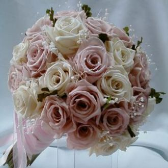 bouquet-rosas-nude-e-porcelana-naturais-preservadas-buque-cor-unica