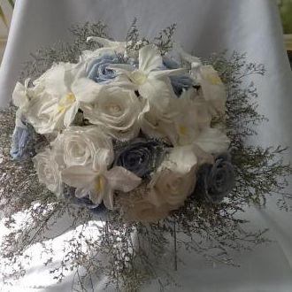 bouquet-rosas-orquideas-e-limonium-naturais-preservadas-buqueicey-blue
