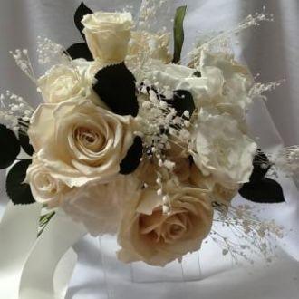 bouquet-rosas-premium-e-medias-e-gardenias-e-folhas-preservadas-buquewhitebranco