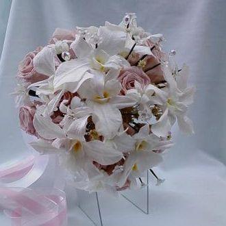 bouquet-rosas-rosa-antigo-claro-e-orquideas-dendrobium-naturais-preservadas-buque-cor-unica