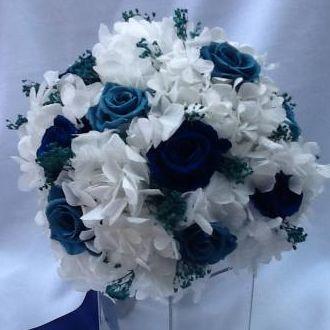 bouquet-rosas-turquesa-e-azuis-e-hortensias-naturais-preservadas-buque-cor-unica