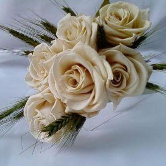 bouquet6rosasoffwhitepreservadasetrigoverdewhitebranco