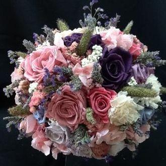 buque-bouquet-rosas-lilales-roxas-e-cor-de-rosa-naturais-preservadas-cor-unica