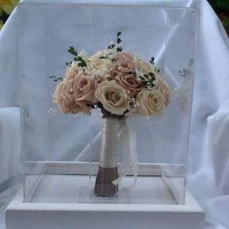 buque-de-noiva-de-flores-preservadas-na-redoma-depois-do-casamento-cor-unica