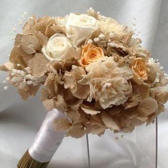 buque-nude-e-branco-bouquet-de-flores-naturais-preservadas-cor-unica