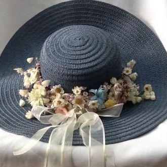 chapeu-com-flores-desidratadas-e-naturais-preservadasicey-blue