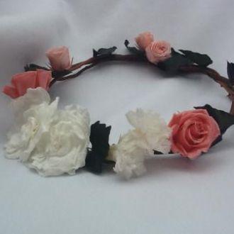 coroa-de-flores-preservadas-rosinhas-e-folhas-de-hera-cor-unica