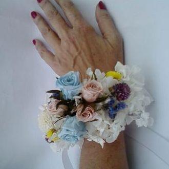 corsage-pulseira-de-flores-preservadas-cor-unica