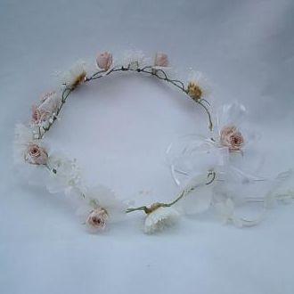 guirlanda-branca-com-rosinhas-nude-naturais-preservadas-coroawhitebranco